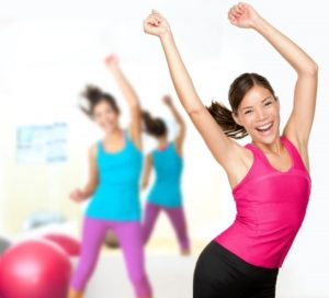 women dancing gym reduce appetite