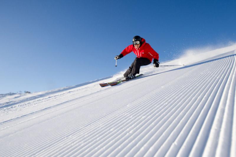 skiing men
