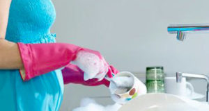 pregnancy women cleaning