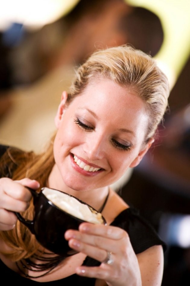 women drinking hot chocola