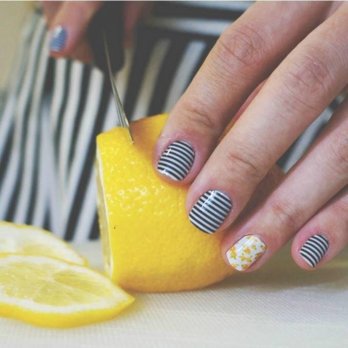 - women fingers, cutting the lemon