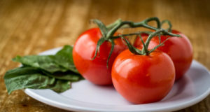 tomato and spinachi - ingredients