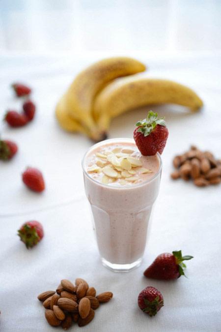 Almond milk - detox smoothie